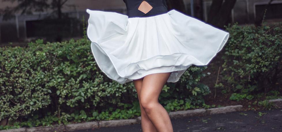 rochie plisata cu fundita la spate alb negru abaday spatele gol iulia andrei fashion blog