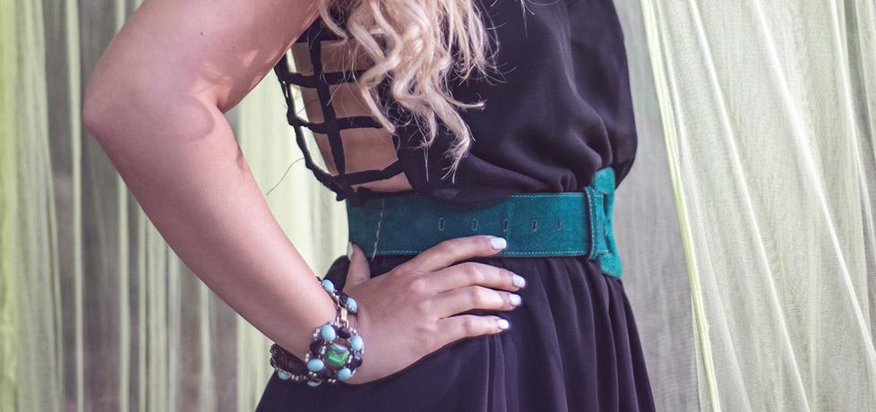 Cum accesorizezi o rochie neagra simpla bratara statement iulia andrei fashion blog