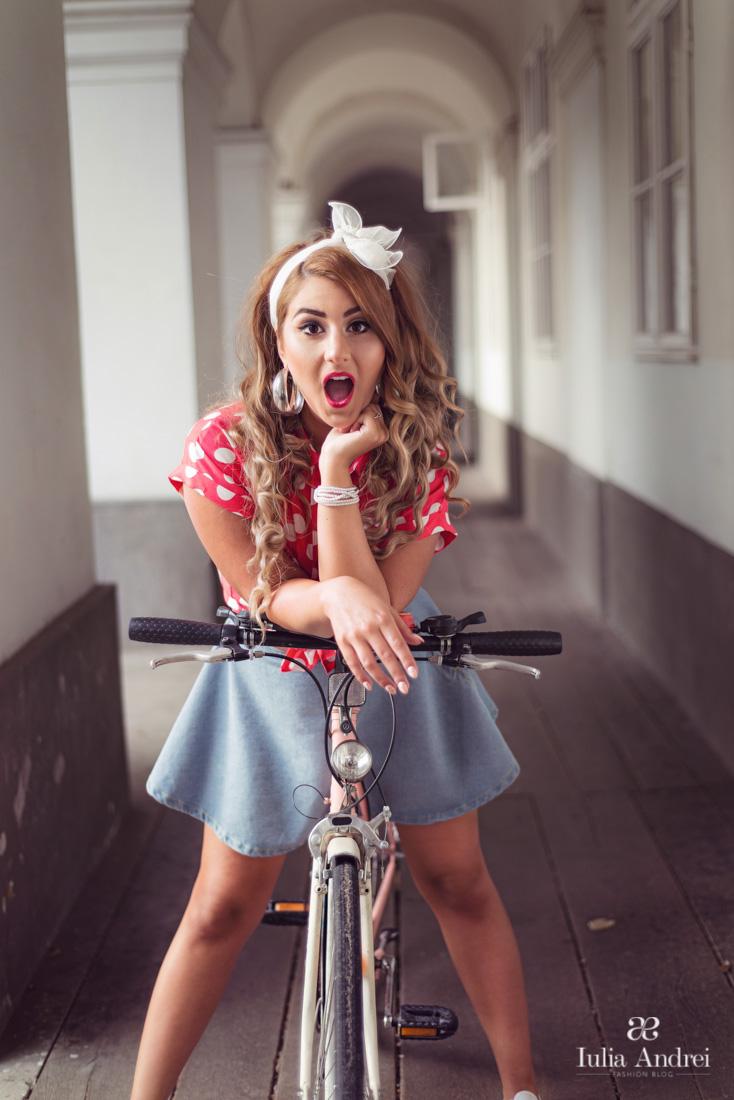 Invitatie la pedalat, Skirtbike Oradea Iulia Andrei Fashion Blog, Camasa rosie cu buline, polka dots fusta din blugi