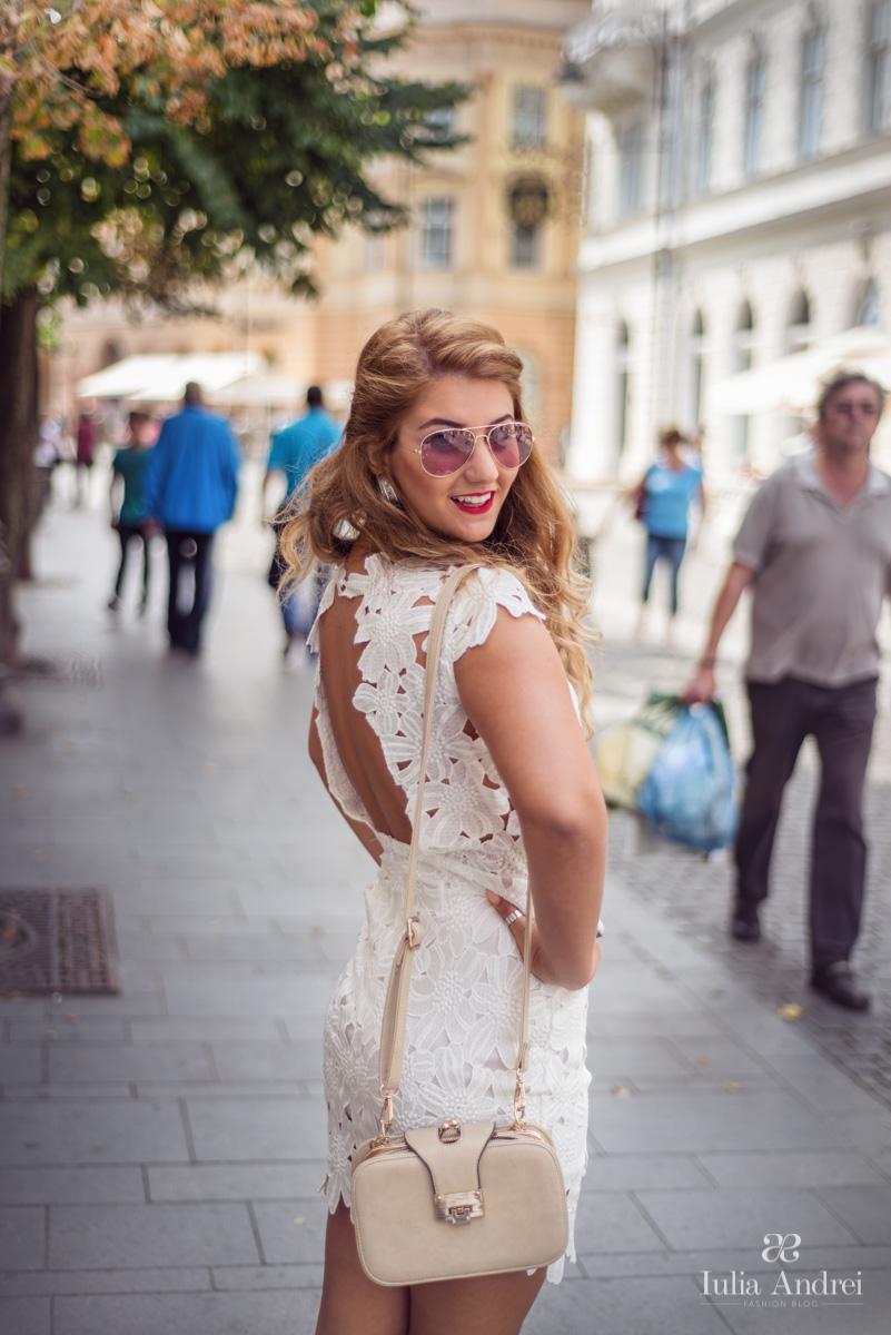Wandering in Sibiu Rochia alba din dantela cu model floral SheInside Iulia Andrei Fashion Blog