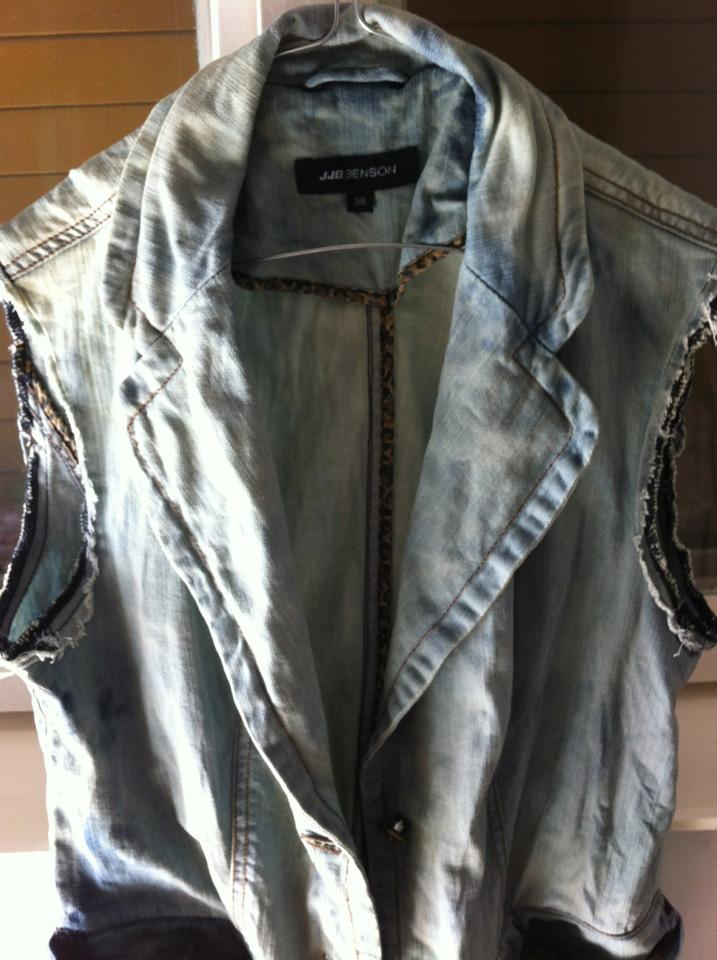 geca de blugi modificata in vesta de blugi decolorata Iulia Andrei Blog