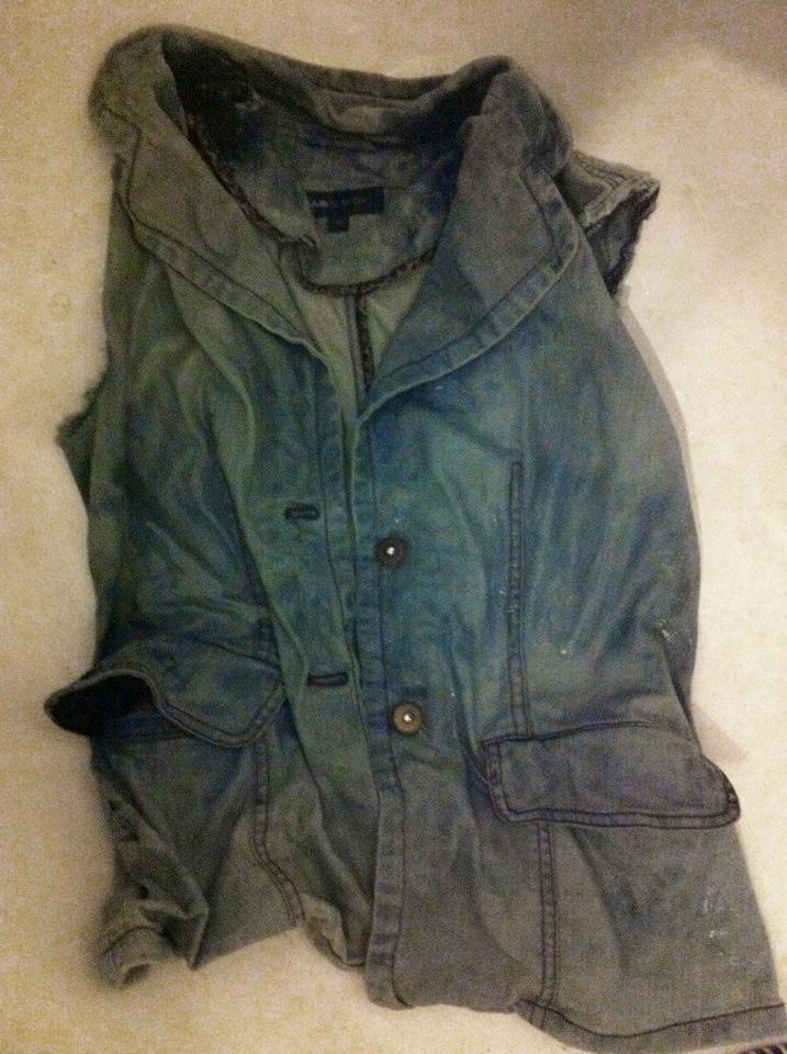 Geaca de blugi vesta de blugi decolorata cu clor Fashion Blog Iulia Andrei
