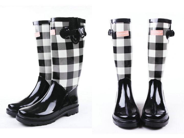 comanda online cizme din cauciuc in carouri alb negru Iulia Andrei Fashion Blog