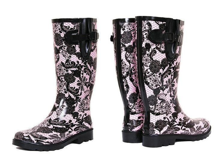 cizme din cauciuc roz pal cu imprimeu dantelat negru iulia andrei fashion blog