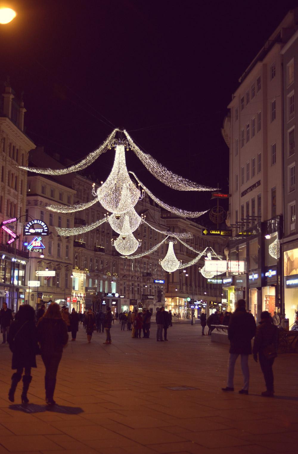 magia de craciun targul-de-craciun-globuri-decoratiuni-candelabru-vienez-iulia-andrei-fashion-blog