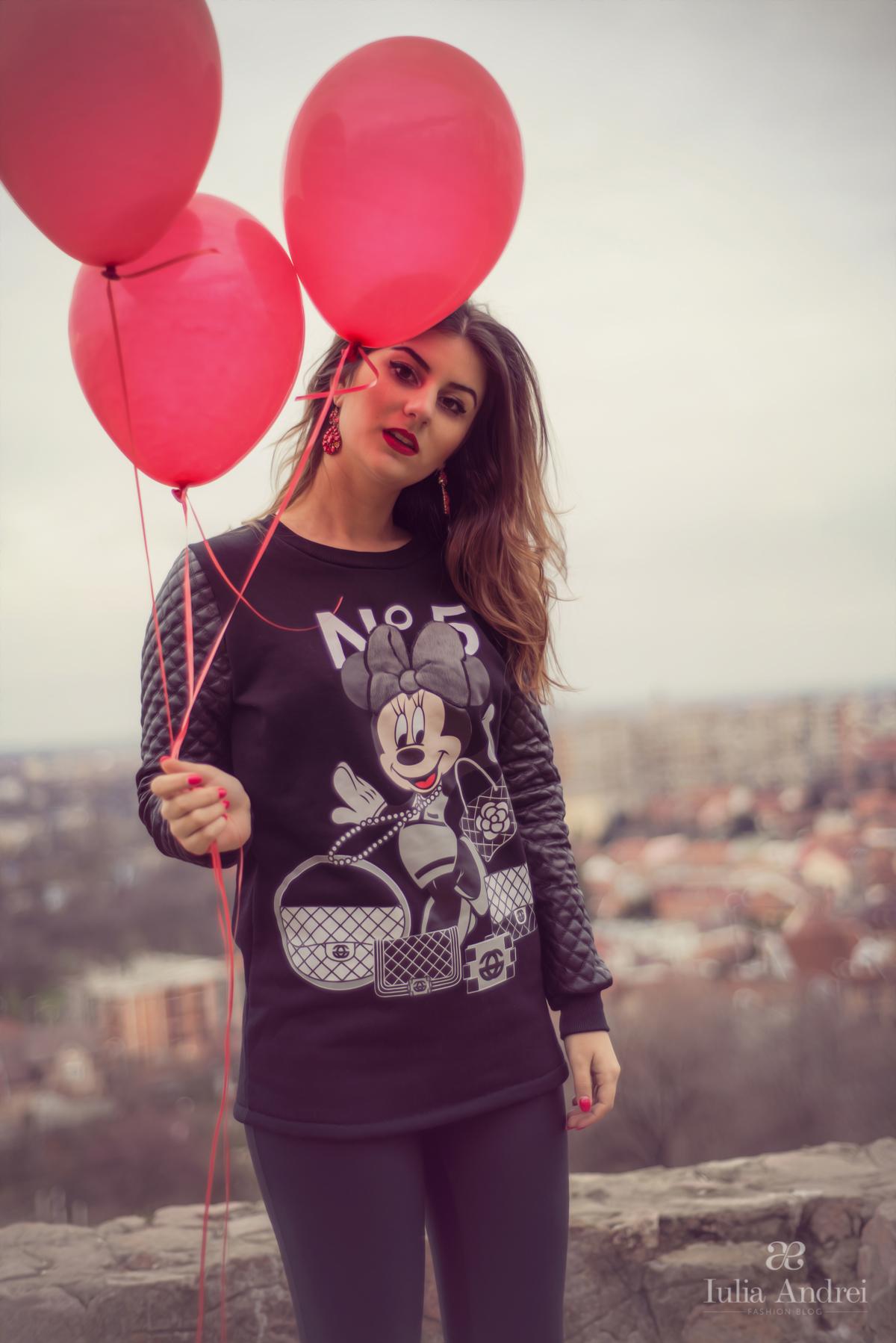 tinuta casual bluza mickey minnie mouse disney cu maneci din piele iulia andrei fashion blog