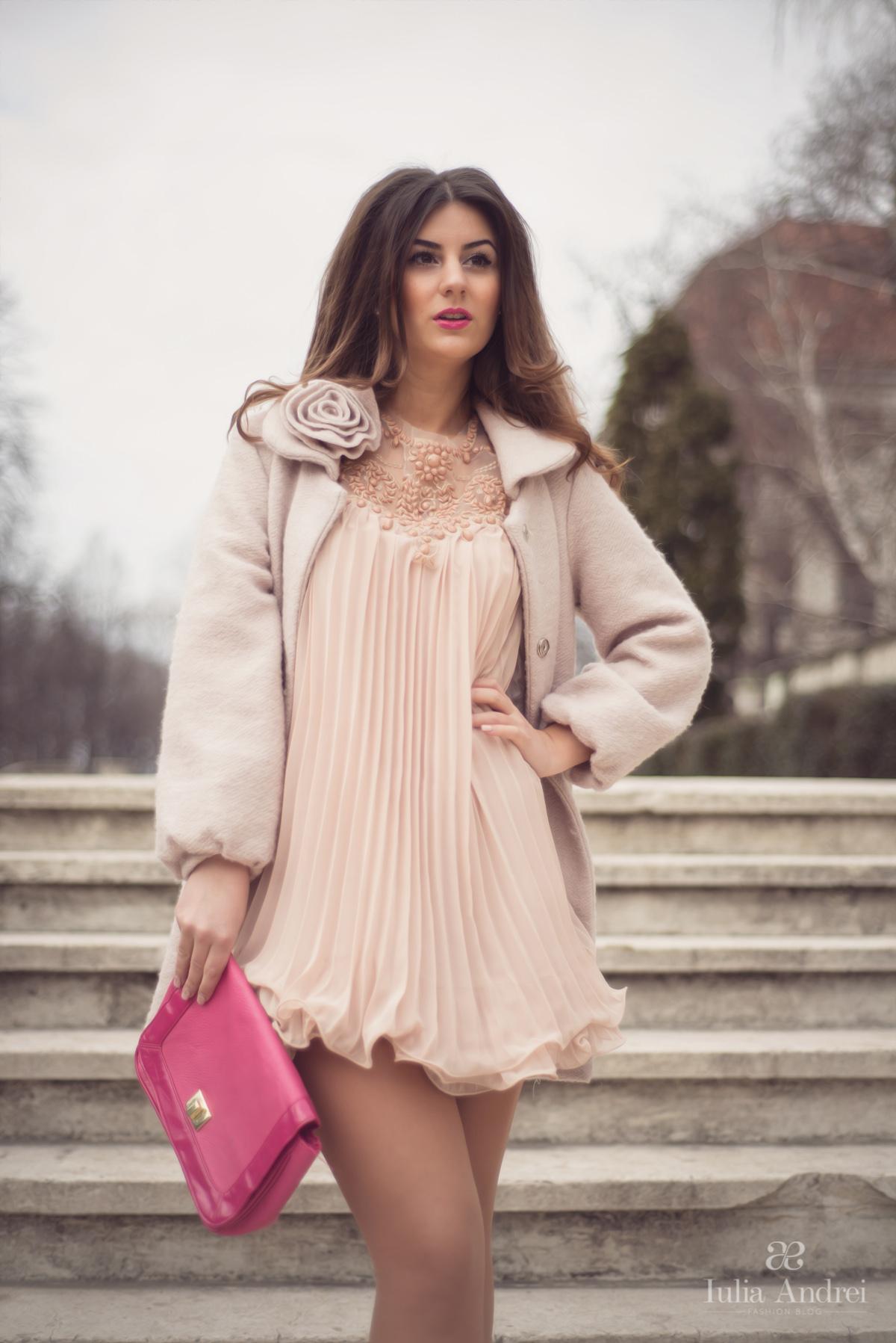 tinuta rochia nude pentru ziua indragostitilor valentine's day 14 februarie dragobete iulia andrei fashion blog