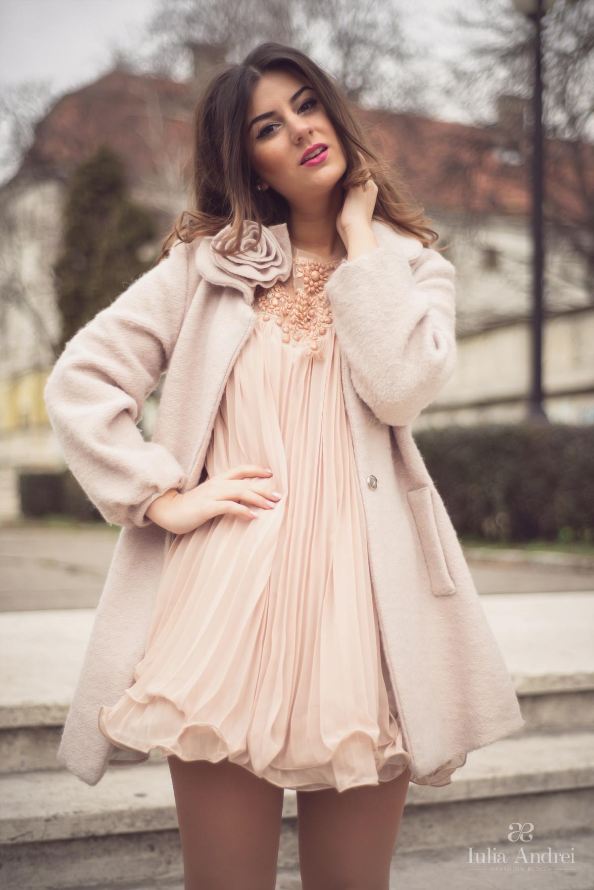 tinuta rochia nude culoarea pielii pentru ziua indragostitilor valentine's day 14 februarie dragobete iulia andrei fashion blog