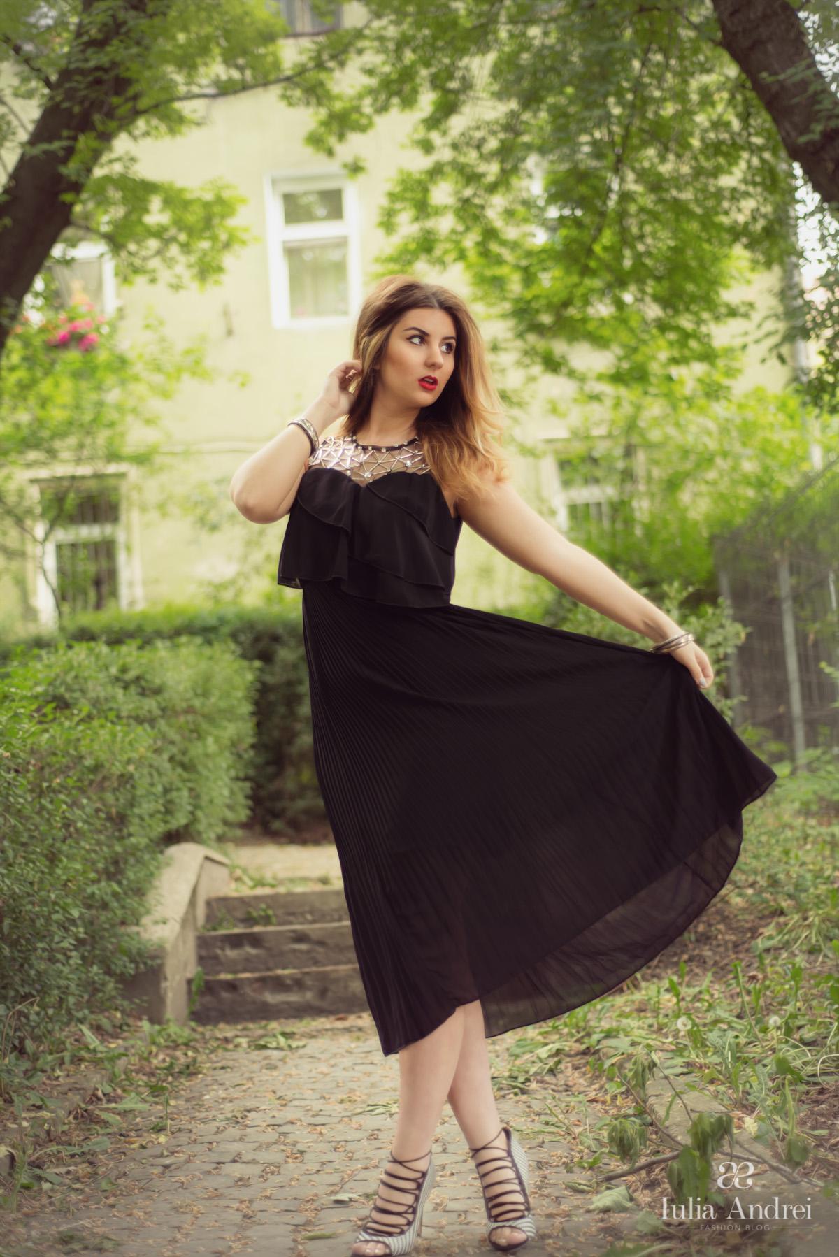 Rochie neagră, midi, din voal