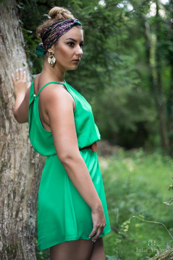 rochia verde into the wild photoshooting in padure valea bratcutei iulia andrei fashion blog