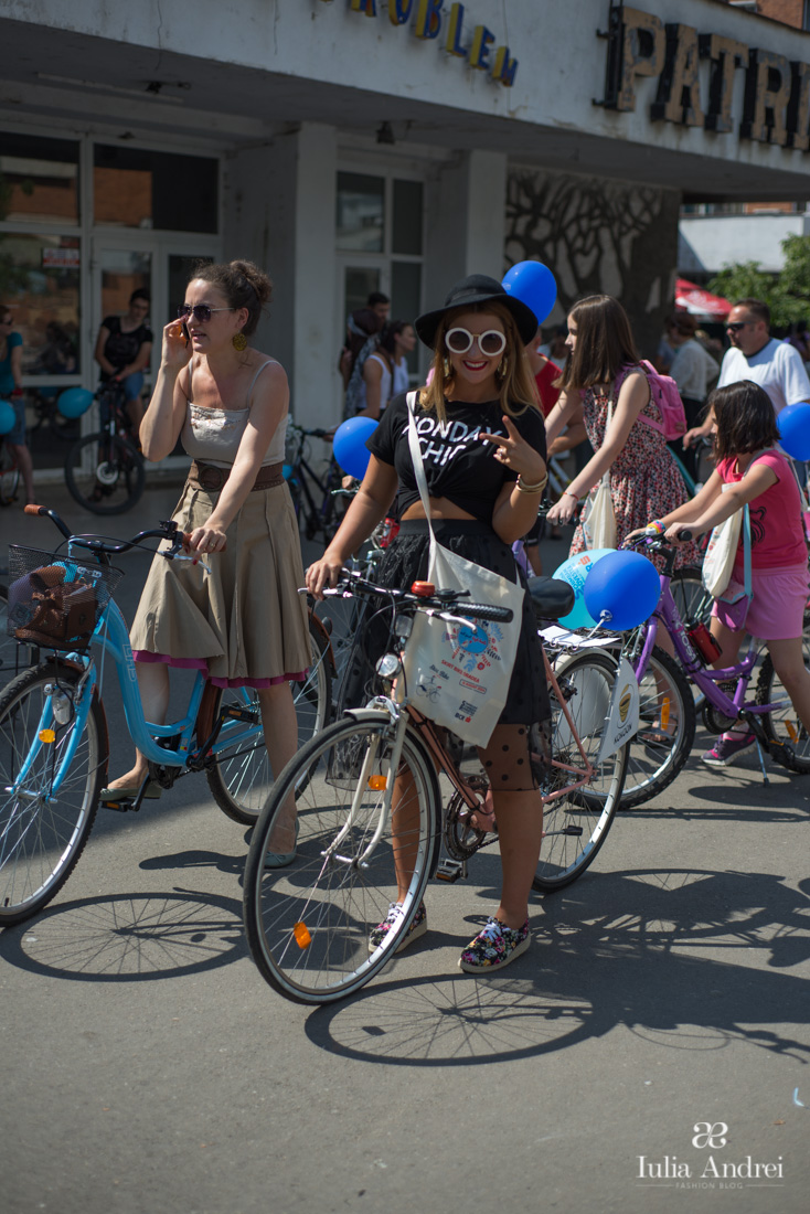 Totul despre prima editie SkirtBike Oradea Fusta cu buline tricou monday chic romwe tenisi print floral iulia andrei fashion blog