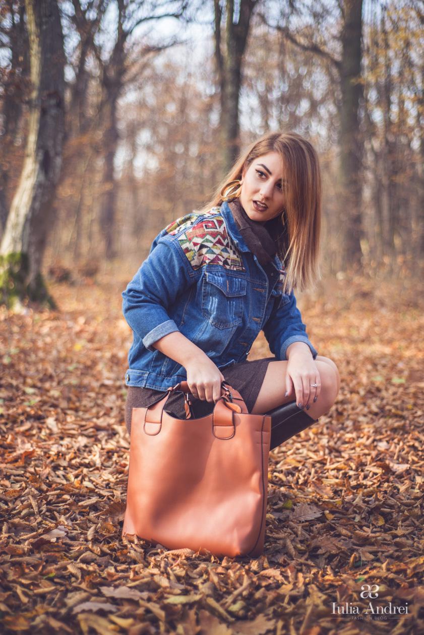 Cum purtam culorile toamnei Geaca de blugi cu imprimeu si geanta maro supradimensionata Iulia Andrei Fashion Blog