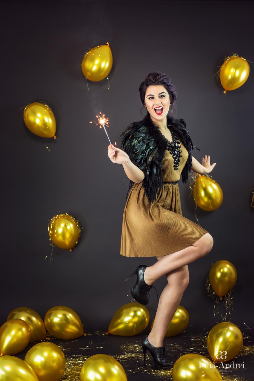 Ghid pentru petrecerea de Revelion, Rochia Aurie Kurtman, Guler din Pene Iulia Andrei Fashion Blog
