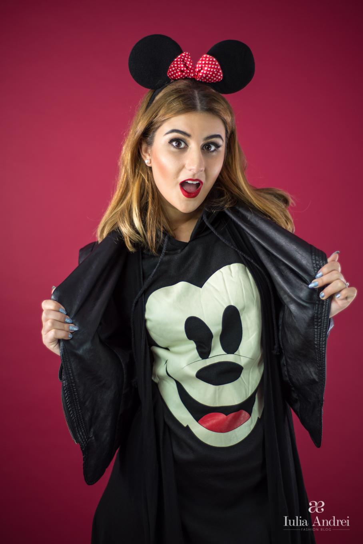 Cum purtăm o ținută jucăușă Puloverul Mickey Mouse Iulia Andrei Fashion Blog