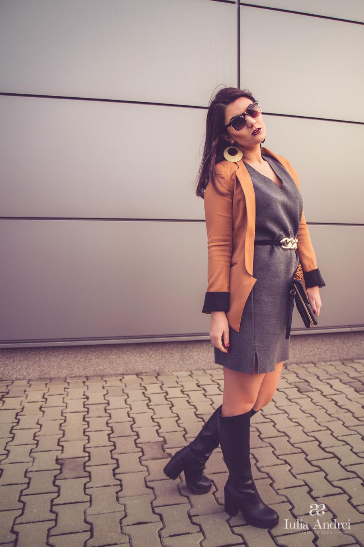 Trend alert Less is more Sacou maro crem si rochie simpla gri Iulia Andrei Fashion Blog