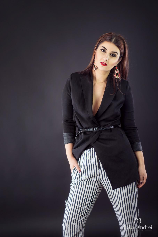Ținută de inspirație masculină pentru Valentine's Day, Pantaloni in dungi si sacou supradimensionat, Iulia Andrei Fashion Blog