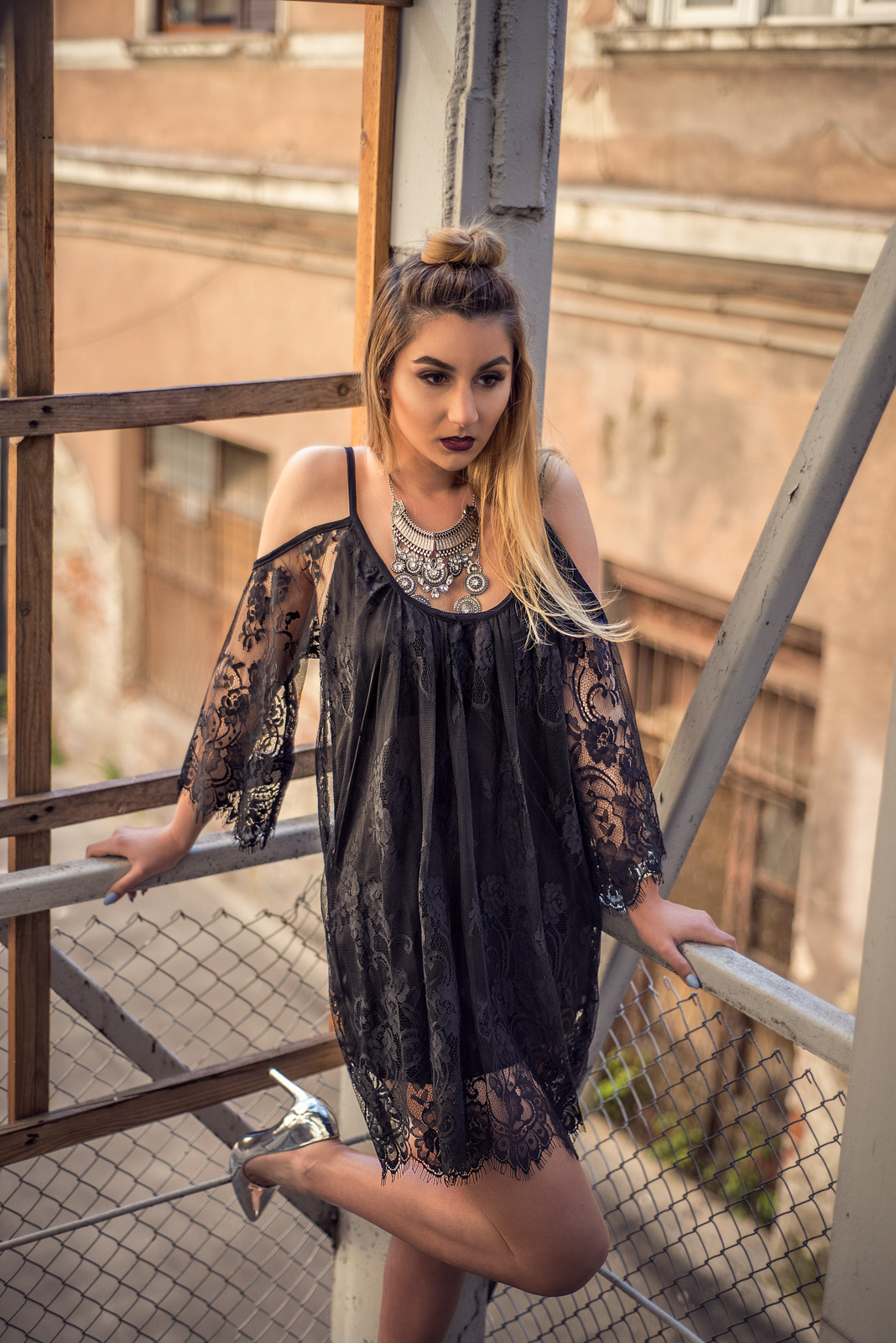 Rochia neagra din dantela