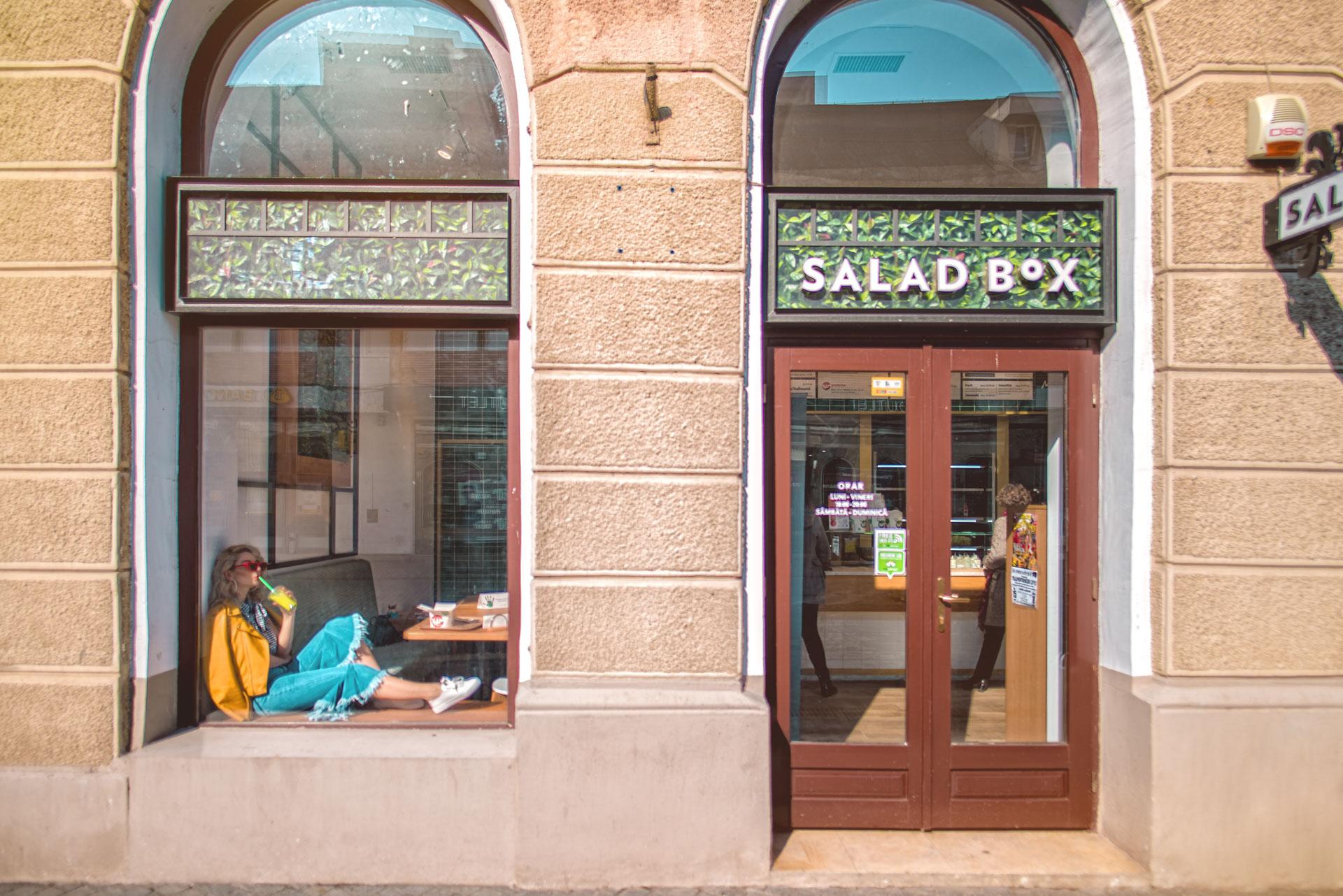 Fatada Salad Box Republicii cu logo