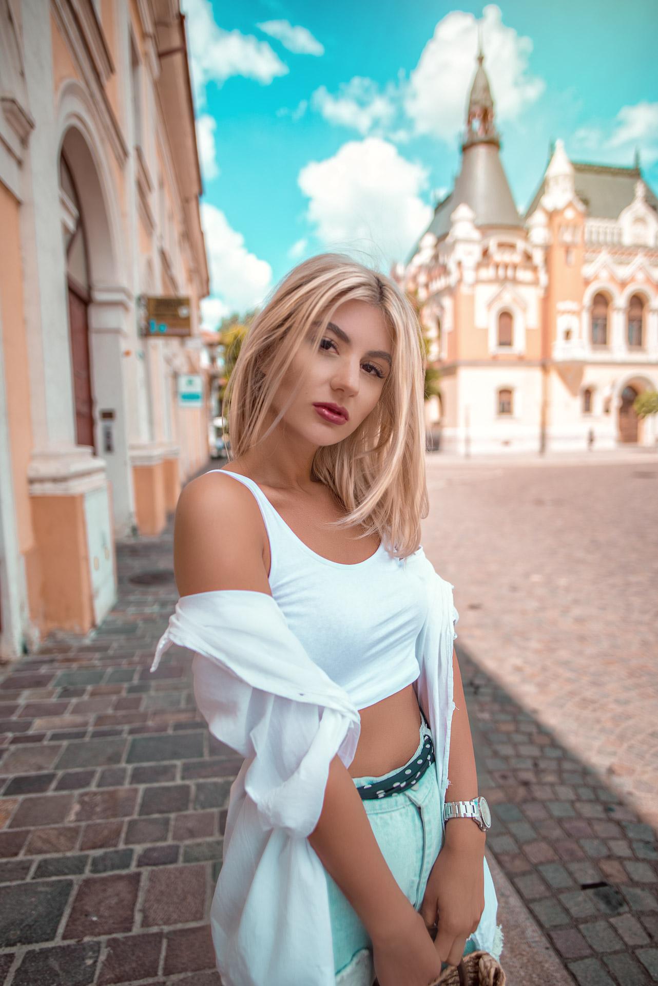 Crop top-ul, articolul preferat de sezon_Iulia Andrei