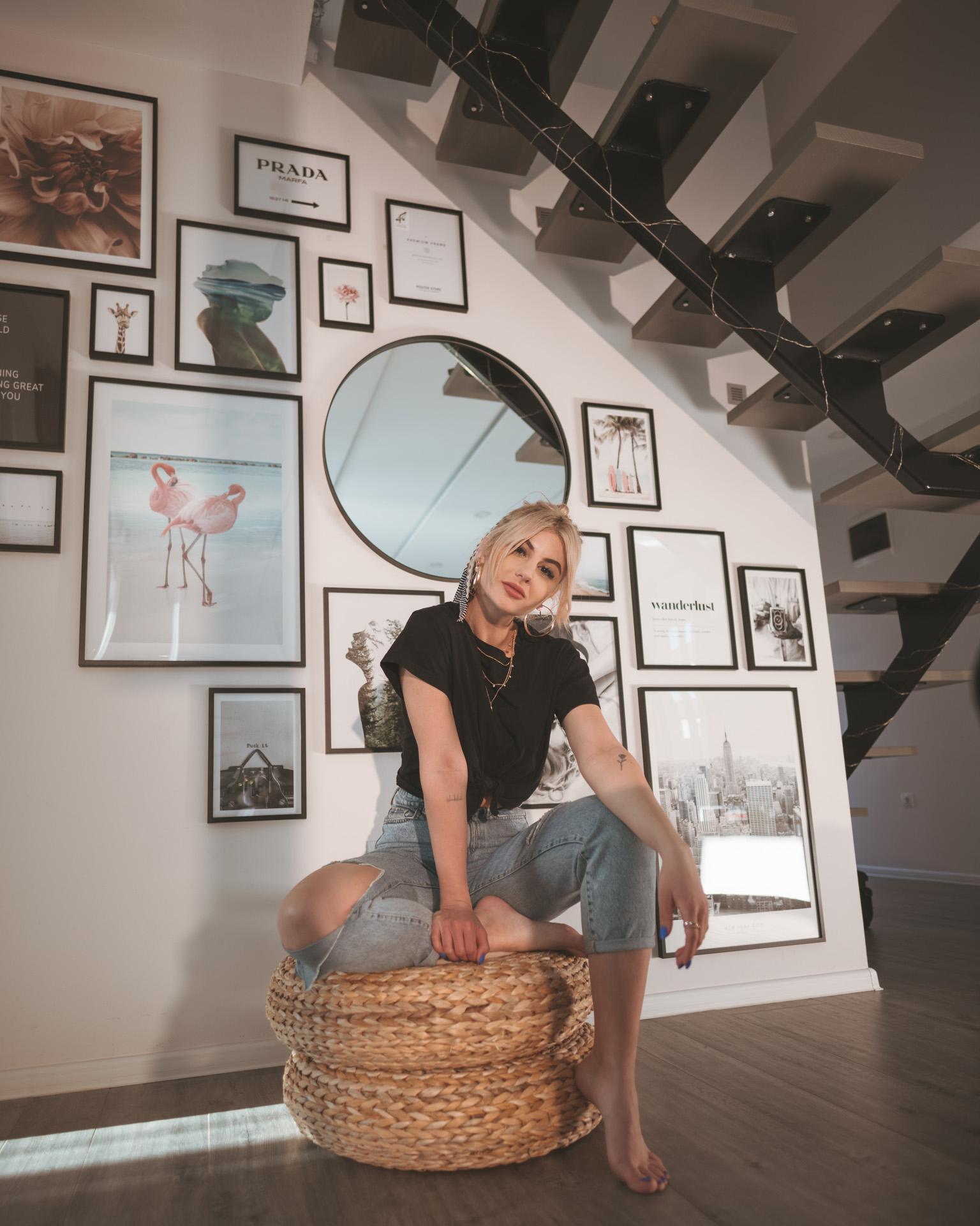 Perete decorat cu Poster Store - Iulia Andrei